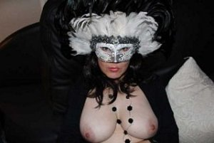 Phybie rencontre escort domination Gien, 45